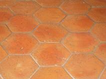 Tomettes hexagonales en terre cuite fabrication for Carrelage tomette rouge
