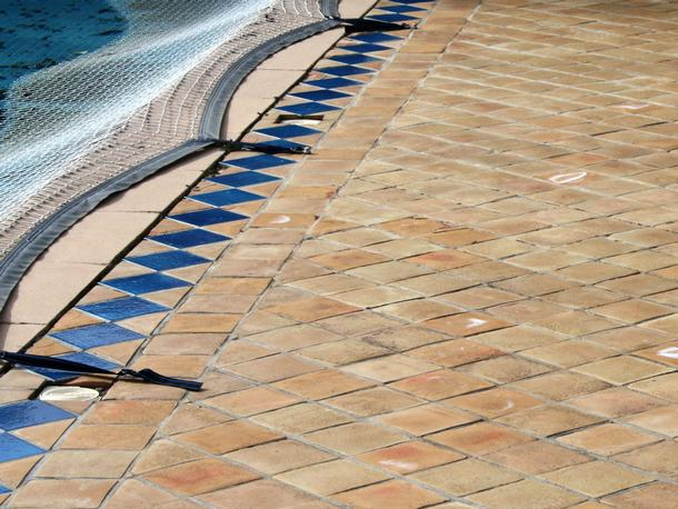 Carrelage piscine en terre cuite fabrication artisanale for Joint carrelage piscine