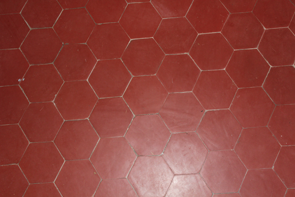 Tomettes hexagonales en terre cuite rouge carrelage for Carrelage tomette
